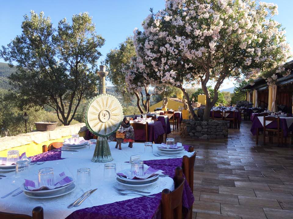 Il ristorante e la sala colazione dell'agriturismo Stazzu Li Paladini